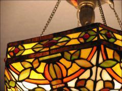 WISZĄCA LAMPA WITRAŻOWA TIFFANY - zdjęcie 4