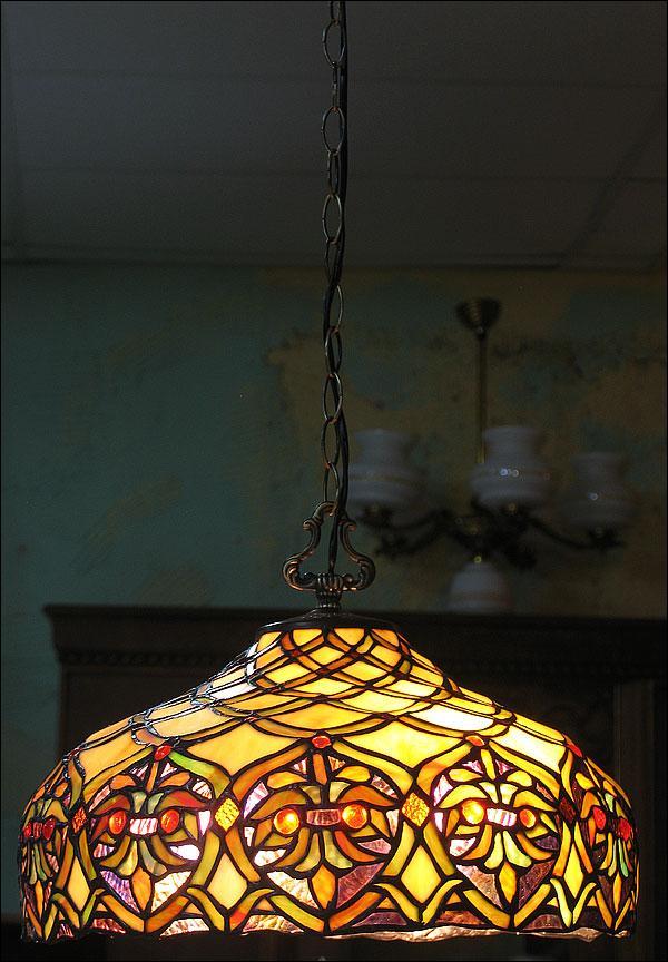 WISZĄCA LAMPA WITRAŻOWA TIFFANY